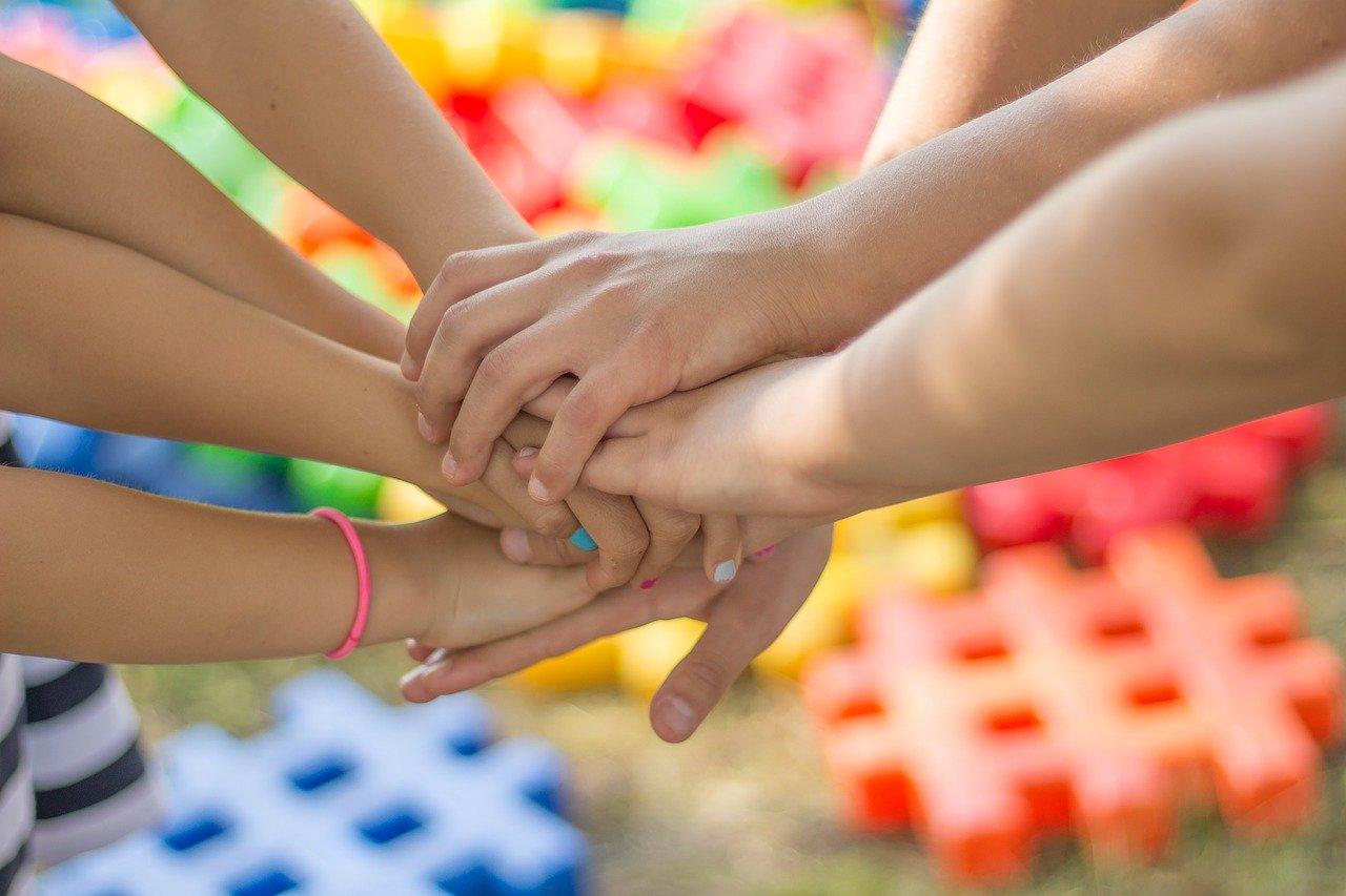 La colaboración entre docentes, alumnados, centro educativo y comunidad escolar en general, es esencial para el buen funcionamiento de un proyecto.
