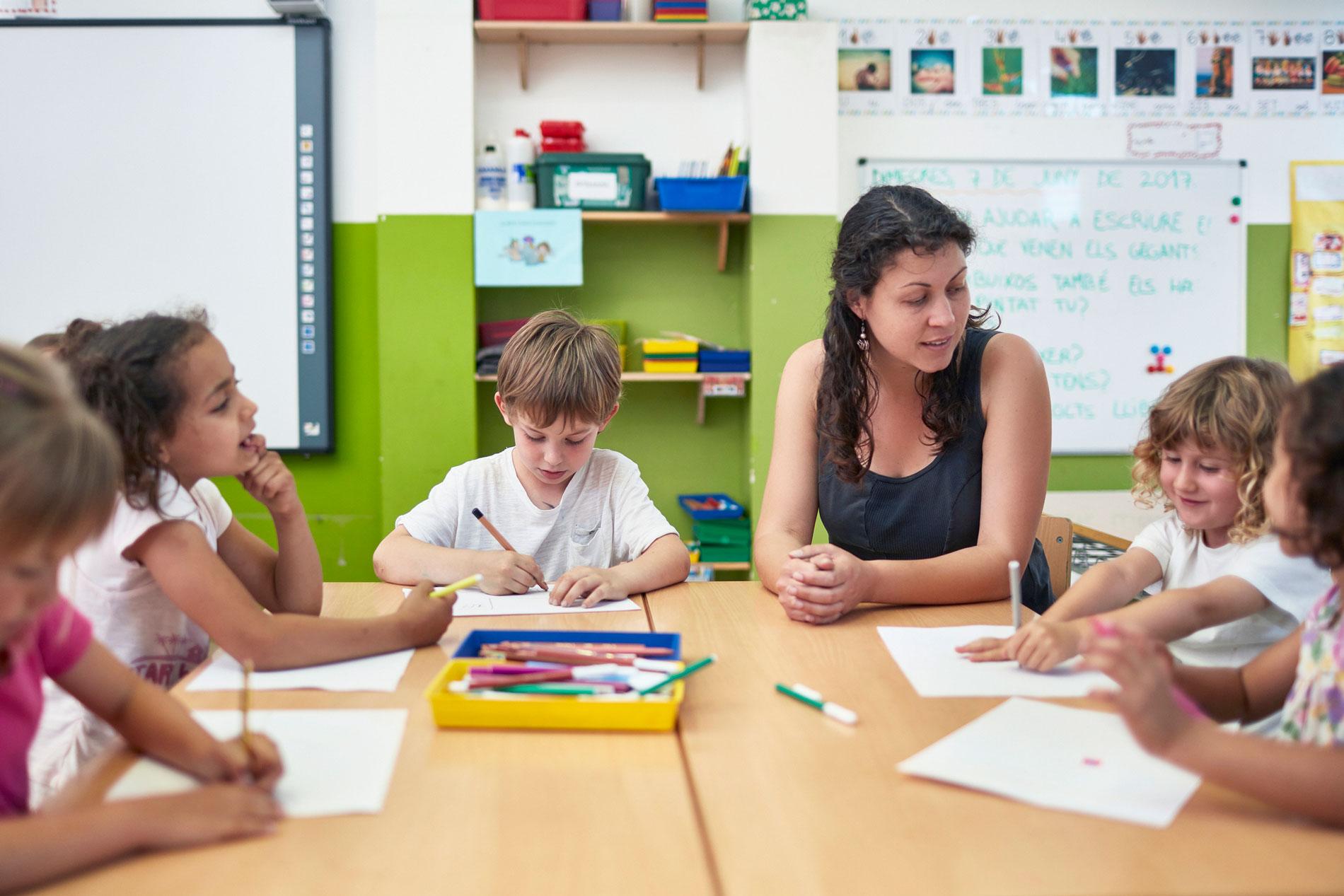 Trabajar en grupos es muy enriquecedor para el aprendizaje.