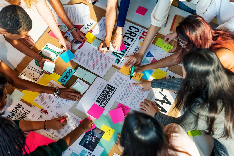 El trabajo colaborativo es propio del aprendizaje basado en proyectos. El alumnado se vuelve más comunicativo y se potencias valores como la solidaridad y el feedback mutuo.