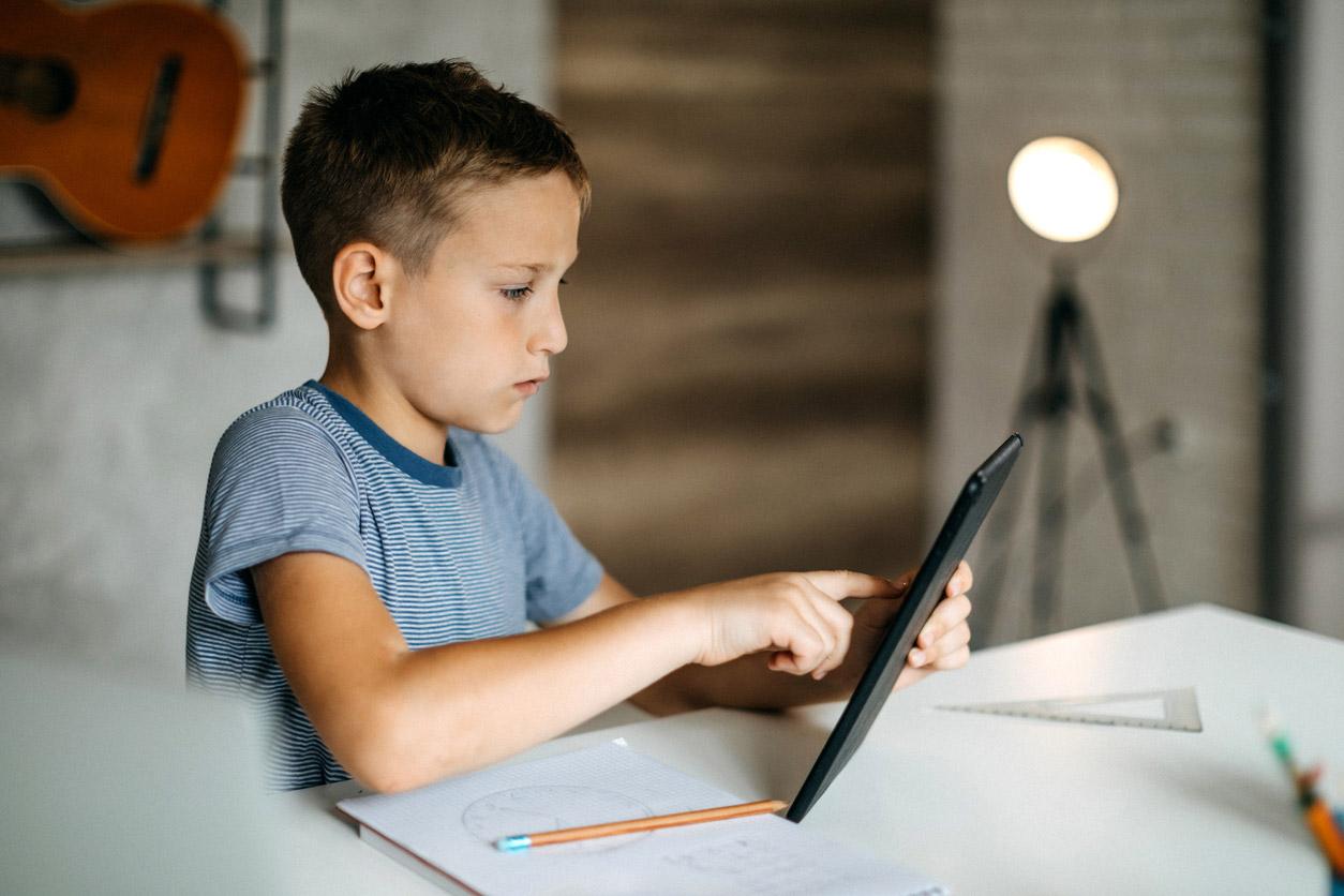 Durante la evaluación formativa puedes abrir espacios para que el alumnado se evalúe a sí mismo y reconozca sus errores y aciertos.