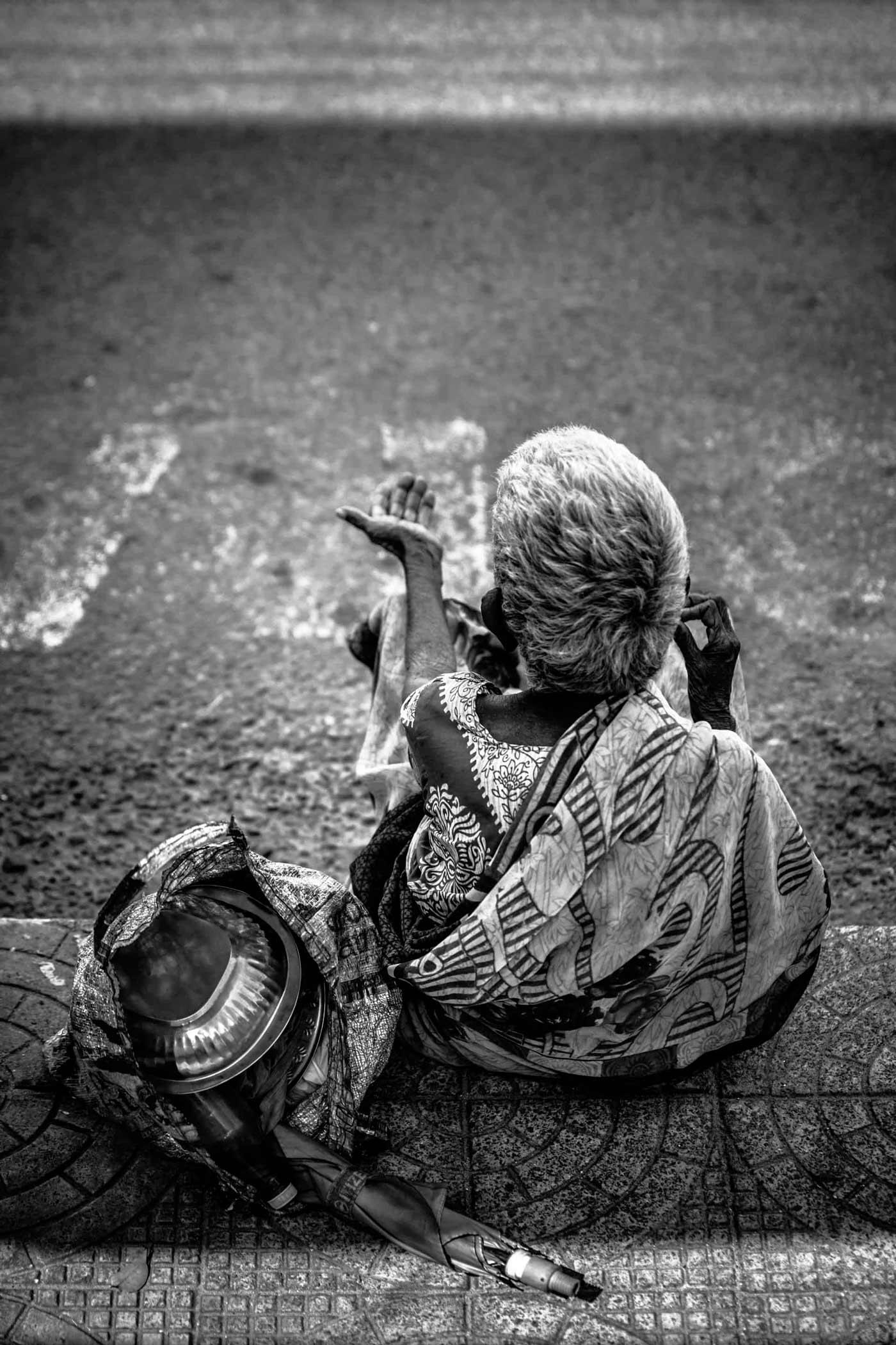 Casi la mitad de los 1.300 millones de personas que sufren la pobreza en el mundo son niños y niñas.