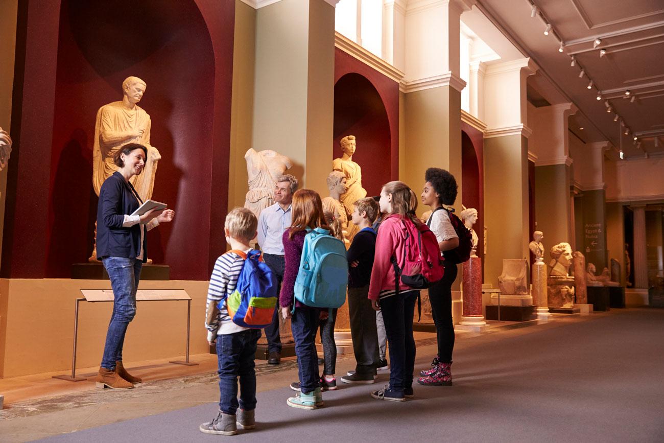 A través de algunas excursiones, como una visita al museo, podemos ver cómo utilizan sus competencias de todo tipo.