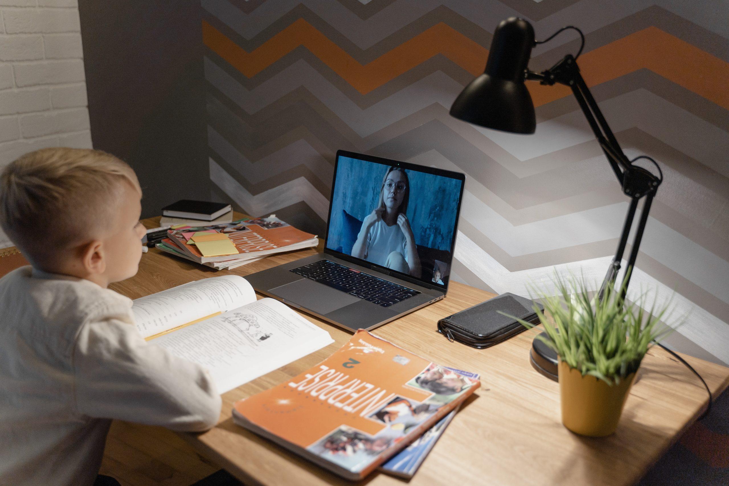 Las TICs, además de ser cada día más necesarias, también son una forma de ampliar el conocimiento de nuestra clase y trabajar otras competencias.