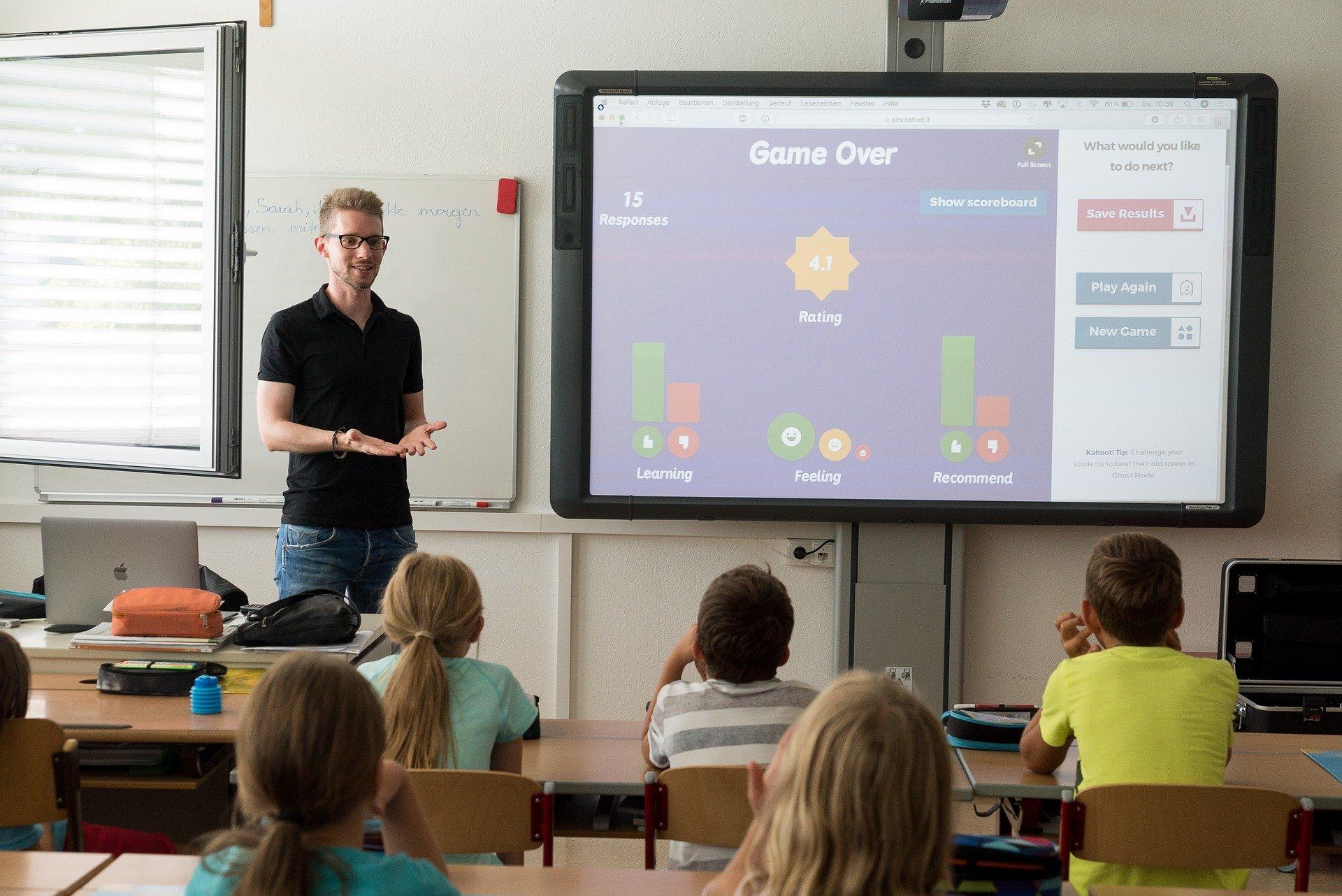 Podemos hacer concursos con nuestro alumnado, un test o preguntas sobre aquello que estamos haciendo para que sea una forma más divertida de aprender.