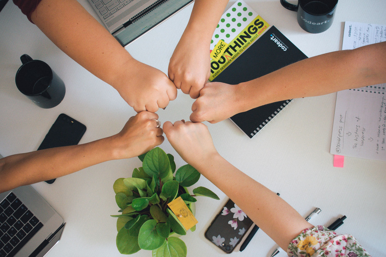 La coevaluación consigue que los ambientes de trabajo se conviertan en lugares de unión de los grupos y generan un gran equipo.